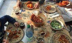 Laua taga või televiisori ees: ühine õhtusöök näitab, kui korras teie peresuhted tegelikult on