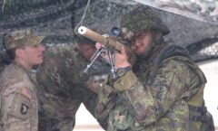 ФОТО DELFI: Силы обороны и солдаты из США показали в Силламяэ военную технику