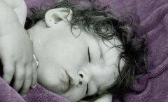 Mida teevad emad, kui lapsed õhtul lõpuks magama jäävad?