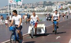 Inimesed täna Nice peatänaval Promenade des Anglais'l .