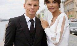 Не слишком ли быстро? Жена Андрея Аршавина продает свадебное платье