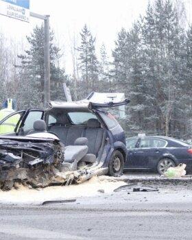 FOTOD ja VIDEO | Tallinnas Järvevana teel juhtus raske liiklusõnnetus, liiklus oli sündmuskohal häiritud