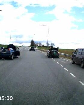 VIDEO   Tartumaal sai kahe auto kokkupõrkes kaks inimest viga