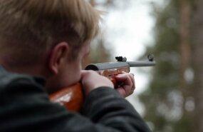 В Кунда пьяные мужчины стреляли по компании подростков, заведено уголовное дело
