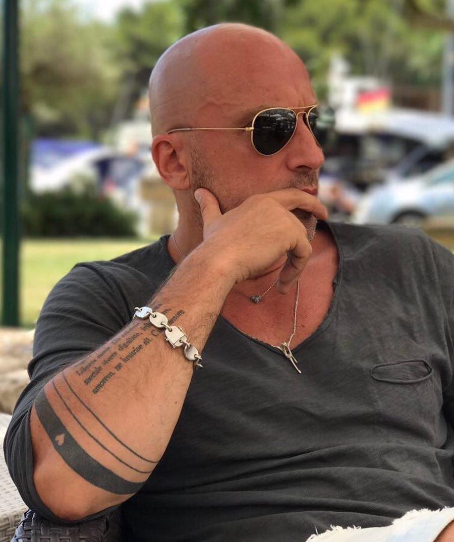 Размещено видео сместа ДТП, вкотором умер артист сериала «Физрук»