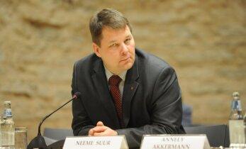 Riigihaldusminister Arto Aas esitas Valga maavanema kandidaadiks erakonnakaaslase, Lääne maavanema kandidaadiks aga sotsi