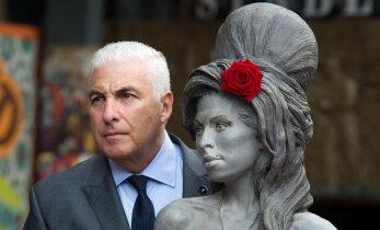 Isa otse põrgust? Loe, kuidas Amy Winehouse`i isa Mitch oma tütre maha müüs