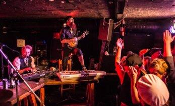FOTOD: Eläkeläiset mehed humpatasid kaasmaalaste toel RockStarsi hooaja avatuks!