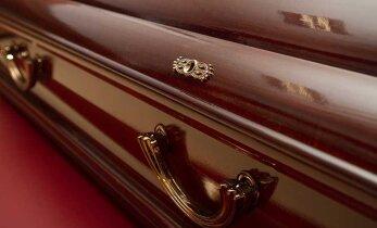 Похоронный бизнес процветает: даже без дополнительных услуг погребение обходится в 1000 евро