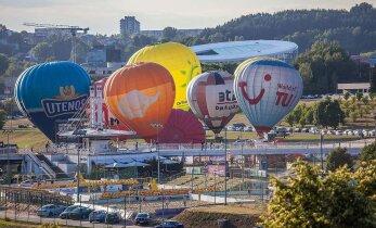 ФОТО читателя DELFI: Женщины на воздушных шарах над Вильнюсом