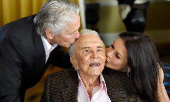 FOTOD: Soojad musid, pits viina ja erakordselt uhke tort! Hollywoodi legent Kirk Douglas tähistas 100. sünnipäeva