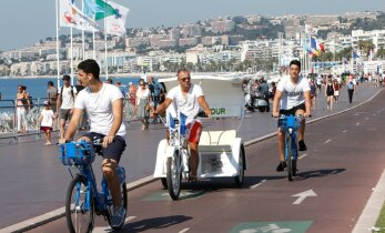 VIDEOD JA FOTOD: Kuidas terrorirünnakust räsitud Nice kolme päevaga verest ja hirmust ärkas