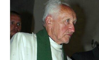 Suri legendaarne vaimulik Vello Salum