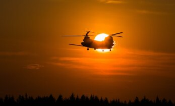 NÄDAL PILDIS: Chinook helikopterid Kuusiku lennuväljal ja president Soomes plaati esitlemas