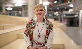 1 EESTI. 98 RAHVUST. Natalia Komimaalt kiidab, et eestlaste kodud on alati korras ja hoitud