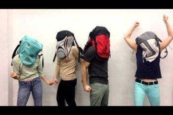Uus trend: õpilased panevad endale koolikoti pähe ja teevad sellest videoklippe!