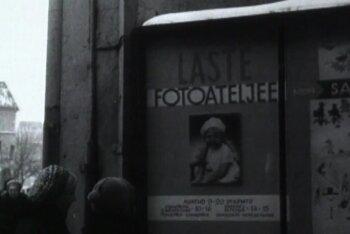 VANAD FILMIKAADRID 1970: Laste fotoateljees meelitati pilk kaamerasse vahvate mänguloomadega