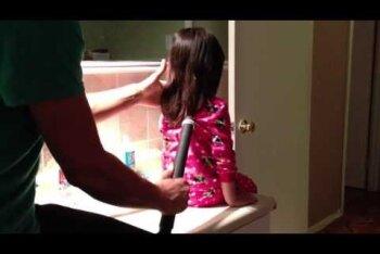 Kas toob naeratuse suule? Vaata, kuidas nutikas isa oma tütrele tolmuimeja abil hobuseseba teeb!