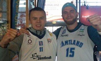 Jämtland Basketi liige Jaan Puidet (vasakul)