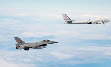 F-16 ja Tu-95
