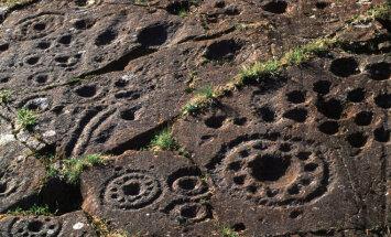 Зачем археологи закопали обратно в землю камень с 5000-летними узорами
