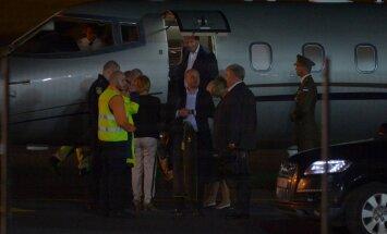 FOTOD: Toomas Hendrik Ilves naasis öösel Norra-visiidilt, et kohtuda hommikul Obamaga