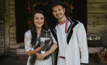 FOTO: Palju õnne! Folkmuusikud Sandra Sillamaa ja Jalmar Vabarna abiellusid