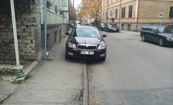Kriminaalpolitseiniku parkimine Süda tänaval