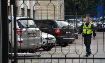 FOTOD SÜNDMUSKOHALT: Kaitseministeeriumi hoones sooritas noor kaitseliitlane teenistusrelvast enesetapu