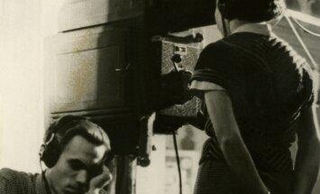 Esimesi saateid valmistasid operaator Inno Varandi ja režissööri assistent Tiiu Vahi.