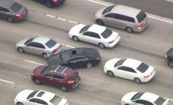 VIDEO: Elu kui videomängus! Kurjategija auto põgeneb USA-s läbi liiklusummiku jälitajate eest