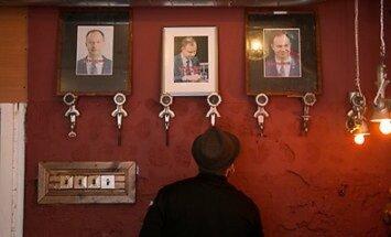 В барах Литвы вешают портреты политиков из-за подорожания алкоголя