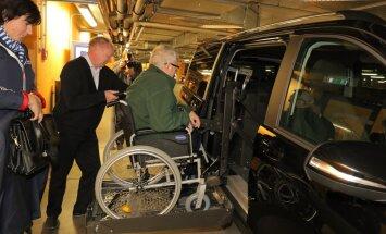 DELFI FOTOD: Meeriametist kõrvaldatud Savisaar esines linnapeasaates ning sõitis linnavalitsuse autoga