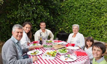 5 moodust, kuidas oma pere jälle ühise söögilaua ümber tuua