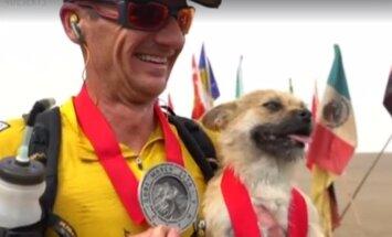 VIDEO: Tõeline tšempion! Maratonijooksja adopteerib hulkuva koera, kes jooksis mitu päeva tema seltsis läbi Gobi kõrbe