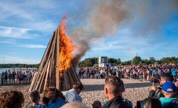 TOP 7   Koeraliha festival ja kesköine pesapall: maailmas tähistatakse jaanipäeva väga erinevalt