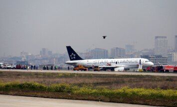 VIDEO: Turkish Airlinesi reisilennuk maandus Istanbulis põleva mootoriga