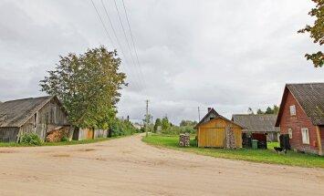 Meeksi vallaMeerapalu küla on teelahkmel, kas ühineda Räpina kandi valdadega või Võnnu vallaga.