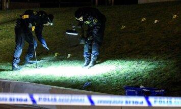 Uurijad Malmös Rosengårdis, kus eelmisel neljapäeval tapeti 16-aastane nooruk.