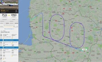 По случаю столетия Литвы самолет изобразил в воздухе цифру 100