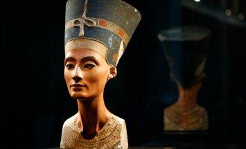 Muistset naiseilu sümboliseeriva Nofretete büsti hoitakse Berliini uues muuseumis, kuid Egiptus nõuab seda tagasi.