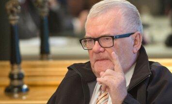 Eesti Päevalehe käsutuses olevast kohtumäärusest nähtub, et üks Edgar Savisaare linnapeaametist vabastamise põhjuseid on asjaolu, et ta on juba tunnistajaid mõjutanud.