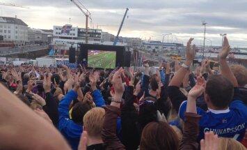LUGEJATE FOTOD JA VIDEOD: Islandlased elasid oma jalkameeskonnale kaasa emotsioone varjamata