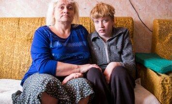 Palamuse valla kortermajas elavad ema ja tütar Riina ja Elizabeth Rand ootavad kohtuotsust, kellele jääb õigus puudega tüdruku üle otsustada.
