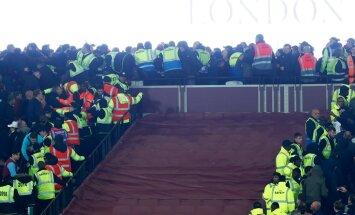 FOTOD JA VIDEO: Kaos olümpiastaadionil: West Hami ja Chelsea fännid ei suutnud rusikaid vaos hoida