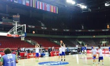 Eesti korvpallikoondis mängueelsel soojendusel
