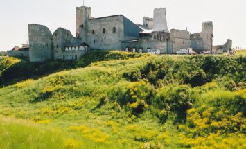Замок Раквере повидал немало сражений, но все еще частично сохранился. Вот это настоящий уровень строительства!