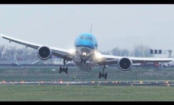 Штормовой ветер в аэропорту Амстердама вынудил самолеты садиться необычным образом