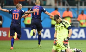 Iker Casillas on lasknud MMil Hollandil endale piinliku värava lüüa