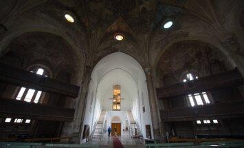 Pankrot! Narva Aleksandri kogudus likvideeritakse ja võlgade katteks läheb müüki kogu kinnisvara